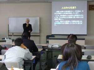 群馬県社会福祉協議会で行われた福祉教育セミナーで相羽が講演をしている様子