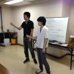 講師の中村さん(左側)と通訳者(右側)