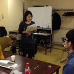 ワークショップでグループメンバーと事例検討した内容を取りまとめ、発表することになった井野尾さん